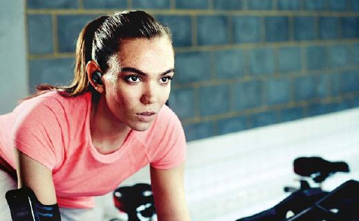捷波朗全新藍牙耳機,還能監控你的運動心率