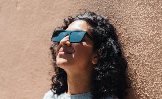 人生VIP來了!戴上這個眼鏡可以自動屏蔽戶外顯示屏上的廣告