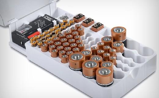 能放93枚電池的收納盒,還帶電量測試器