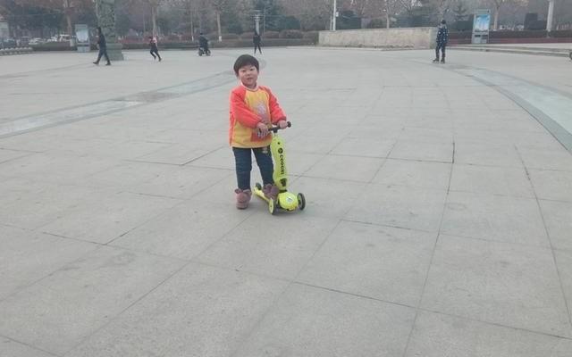 轻奢体验|酷骑V3多功能儿童滑板车,?#22836;盘?#24615;,娱乐中提升能力