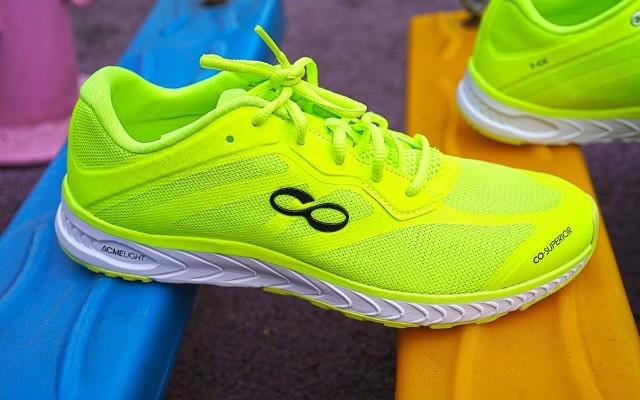 咕咚智能跑鞋42k,首款全馬跑鞋之選