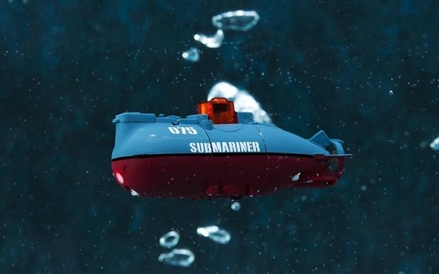 超小型遥控潜水艇