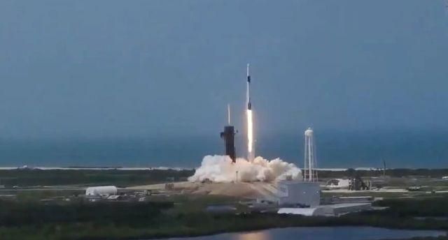 """""""狂人""""馬斯克創造人類航天史!SpaceX完成首次載人商業發射,又一創舉!"""