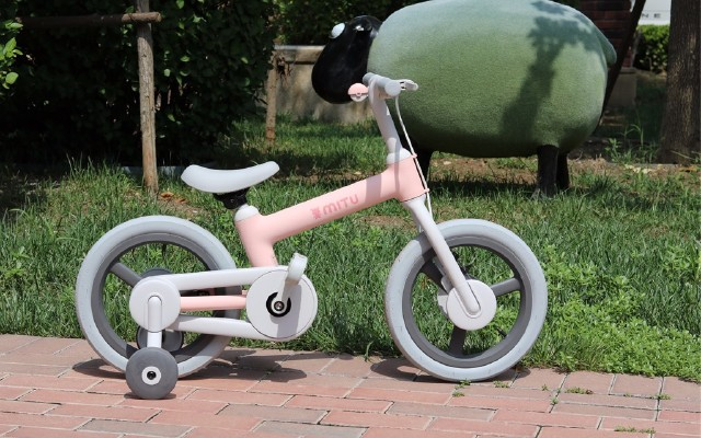 小米推出米兔兒童自行車,全車光滑無棱角,采用雙重剎車方式