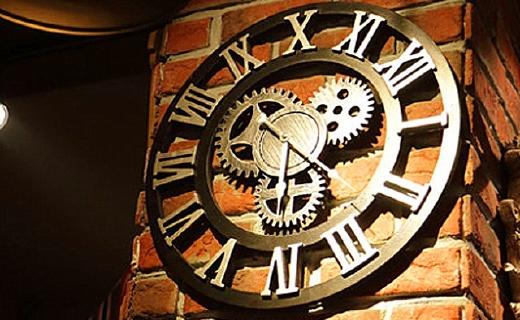法慕小城工業風掛鐘:復古造型超靜音機芯,好看又實用