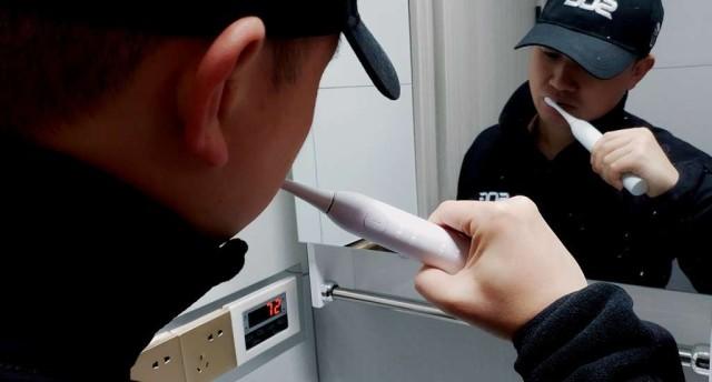 輕松刷牙,只需使用同同家T9w電動牙刷