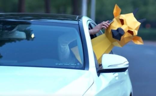 开车打电话两不误,老婆老板我都要!