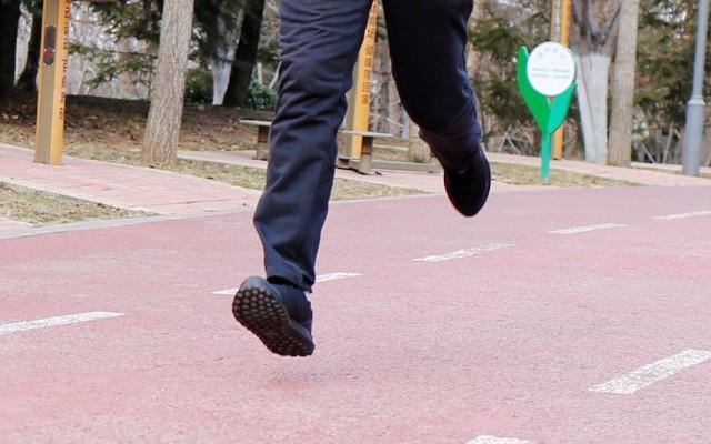 方便舒适不捂脚,行承3代运动鞋深入体验