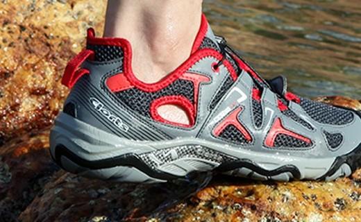 Clorts戶外溯溪鞋:6倍速干透氣柔軟,上山下水全能王
