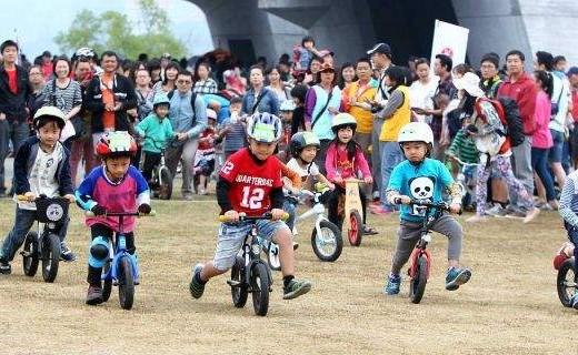 悍马儿童滑步车:优质合金安全坚固,科学设计有助大脑发育