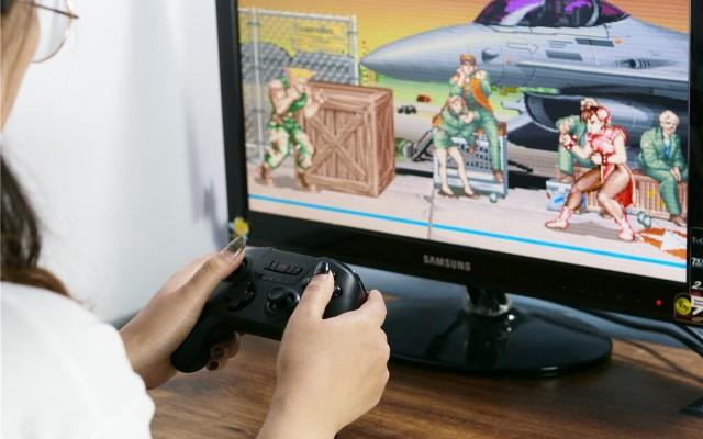 電腦手機游戲全兼容|北通斯巴達2游戲手柄體驗