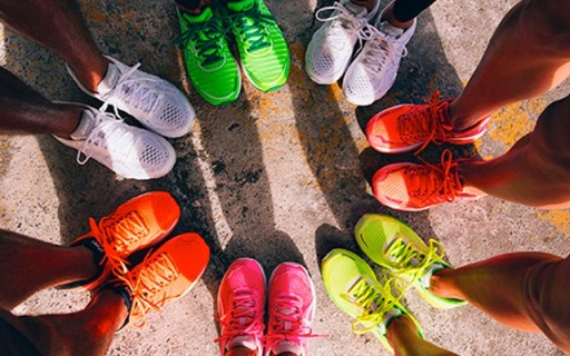 亮騷到骨子里了!亞瑟士多彩夏季新跑鞋上市