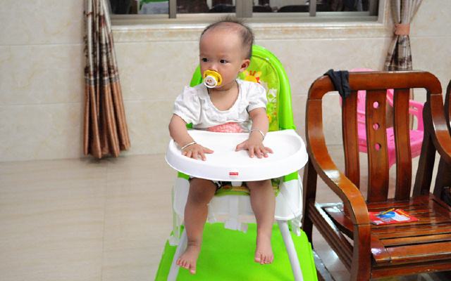 安全陪伴宝宝?#27801;?- 美泰费雪四合一高餐椅体验