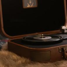 巫1900黑胶唱机?#21644;?#36820;于过去与现实的穿行者