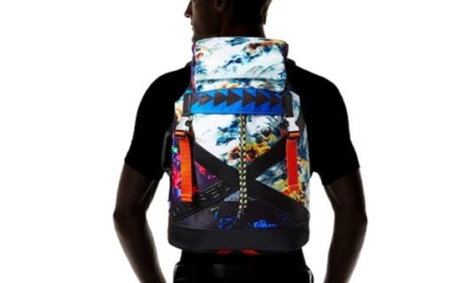 迪賽男士雙肩包 :年代印花設計,同色飾邊時尚百搭