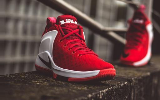 耐克Zoom Wthness EP篮球鞋:实战透气鞋面,前置Zoom缓震出色