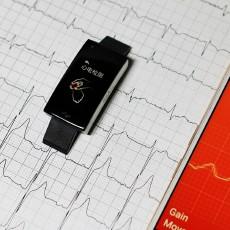 埃微i7E,能监测心血?#24049;?#34880;压的智能手环