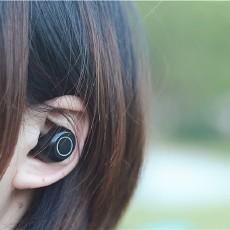 生活调剂品,耳机还能充电——iWALK Crazy Duo无