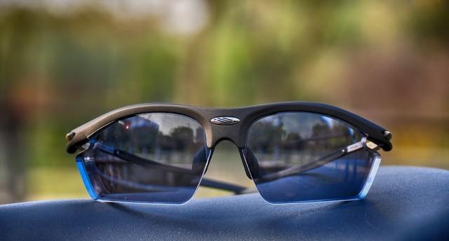 RYDON异型定?#24179;?#35270;眼镜,让赛道色彩更明晰