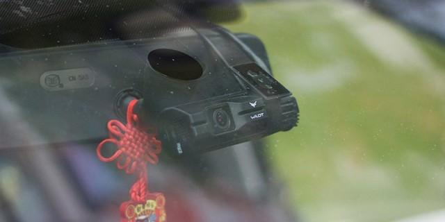 安全看得见,万鸥W7双摄行车记录仪