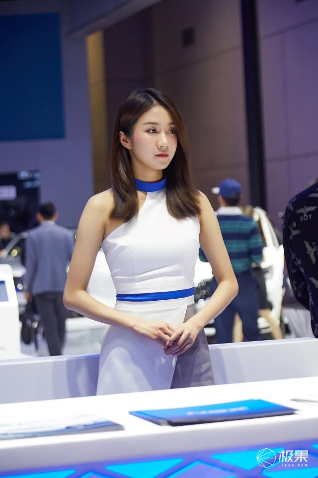 上海车展 最美车……车模图赏:萝莉、性感哪个是你的菜?