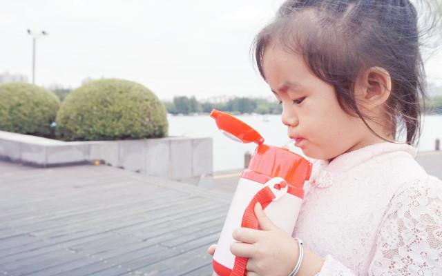 精靈鳥智能兒童保溫杯,聲光互動,成為孩子的喝水好伙伴