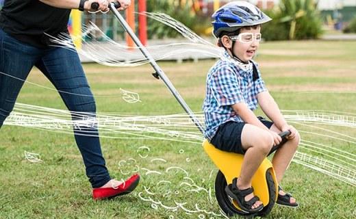 史上最拉風的嬰兒車,讓孩子坐上風火輪風馳電掣
