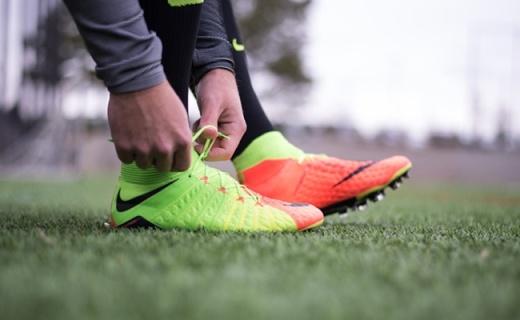 耐克聯名EA發布限量款足球鞋,泡棉中幫設計顏值高