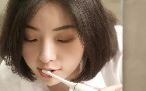 视频 | 来看看?#20999;?#29273;膏中的贵妇,原来刷牙很享受