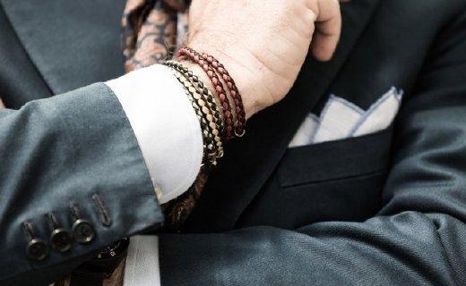 腔调满满的牛皮编织手链,细节提升品位