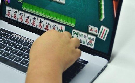 破天?#27169;∈备?年,苹果将再次推出大尺寸 MacBook Pro ?