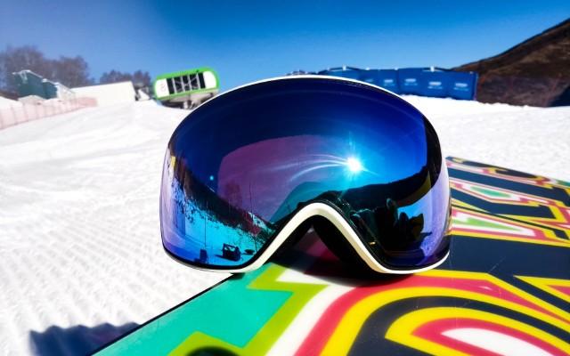 有了——她,你还害怕滑雪时的雪盲眼吗?