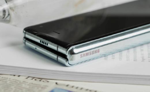 三星Galaxy Fold 2折叠屏手机渲染图曝光,或于明年2月发布