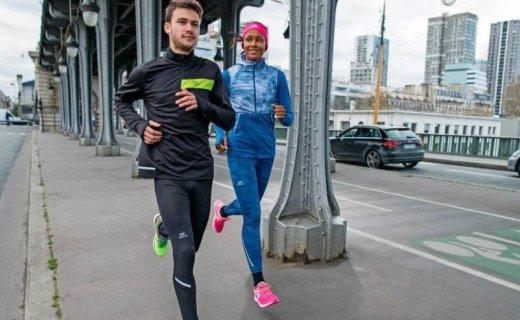 迪卡儂運動緊身長褲:透氣速干彈性好,后置拉鏈口袋可放小件物品