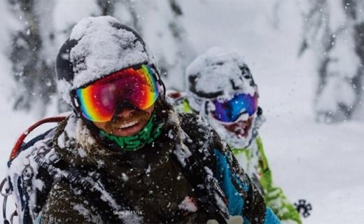 Smith HOLT滑雪头盔:ABS树脂高强度减震,空气导流口快速排热