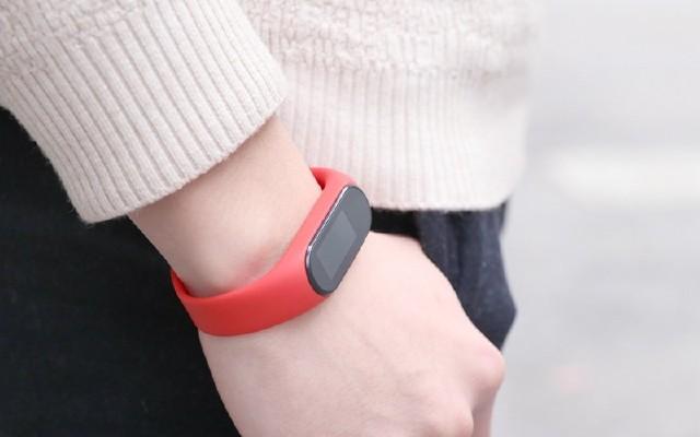 穿戴市场新宠,黑加手环 彩屏+NFC,给女王的礼物