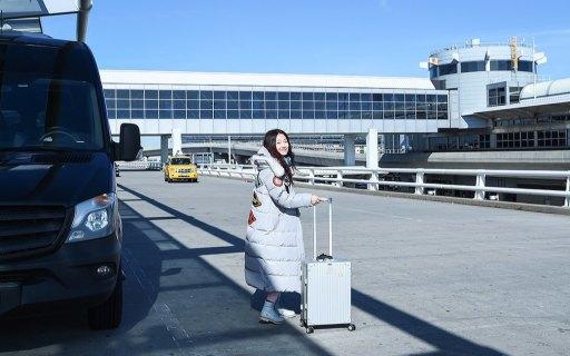 可充电的旅行箱,智能称重还能定位,摄影师旅?#26032;飞系?#36148;心管家
