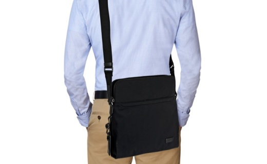 TUMI男士單肩斜挎包:精致設計功能強大,材質輕巧便攜