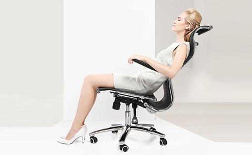 西昊M122电脑椅:S形椅背贴合背部,多角度调节久坐不累