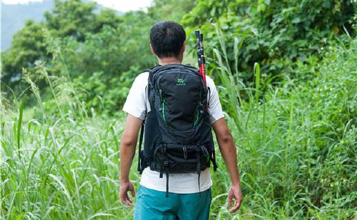舒適排汗的輕量登山包,登山徒步再也不會汗流浹背