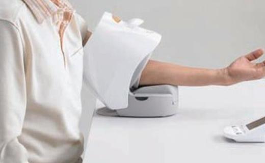 松下EW3153血壓計:臂筒式設計使用方便,分體式顯示屏方便查看