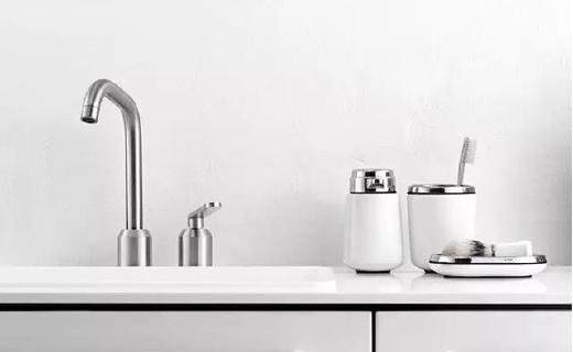 世界首款腳踏垃圾桶品牌,推出衛浴系列