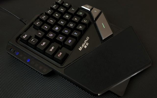手游玩家必备神器,魔?#27801;?#26032;星单手键盘测评