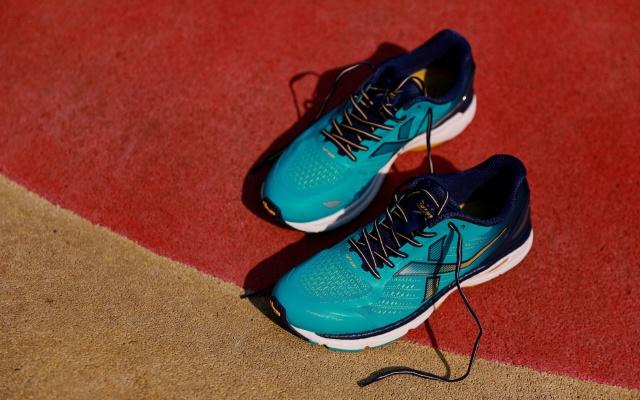 特步與Vibram合作的這款跑鞋 | 輕緩減震,時尚專業