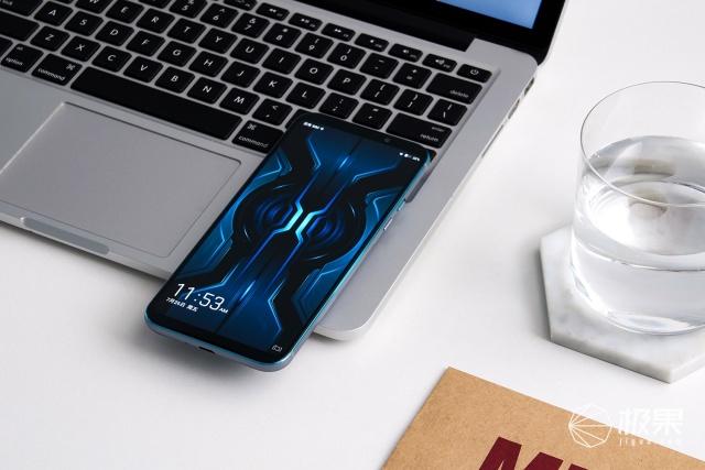 「动手玩」黑鲨游戏手机2Pro评测:自带外挂!跑分50万,万博体育max下载真的好吗?