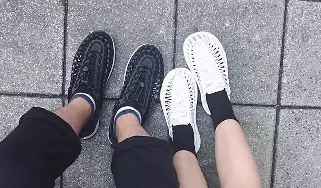 腳上的比基尼 | 這些涼鞋可能會風靡2017的夏天
