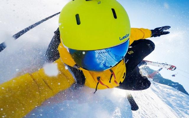 """远离""""雪盲?#20445;akley无框雪?#31561;?#25105;用飞行员的视野去滑雪"""