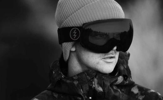 Electric EG3滑雪眼鏡:球面鏡片視野寬廣,三層泡沫佩戴舒適