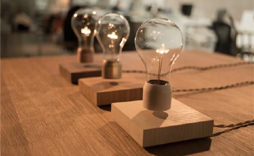 Flyte Series 磁悬浮灯泡,可旋转还能无线充电