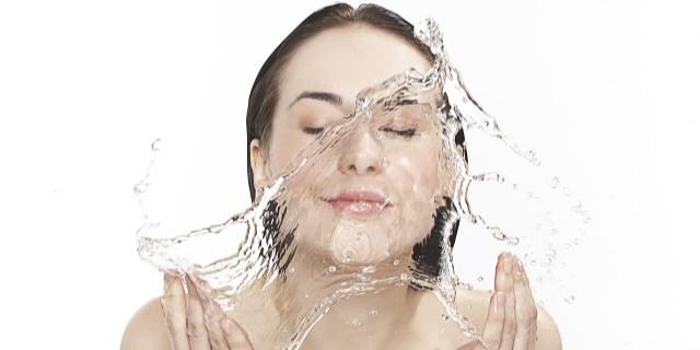极果实验?#36965;合?#28577;水大揭秘!看看你家的洗澡水干净吗?